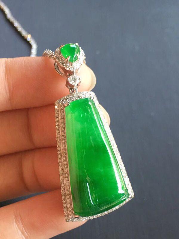 冰种起光艳阳绿正阳绿 裸石:27.1:13.8:5mm