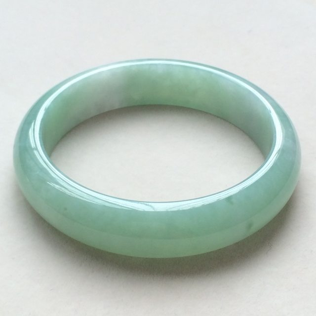 冰种飘绿翡翠手镯 缅甸天然翡翠手镯  尺寸:57.2*14.2*7.7mm