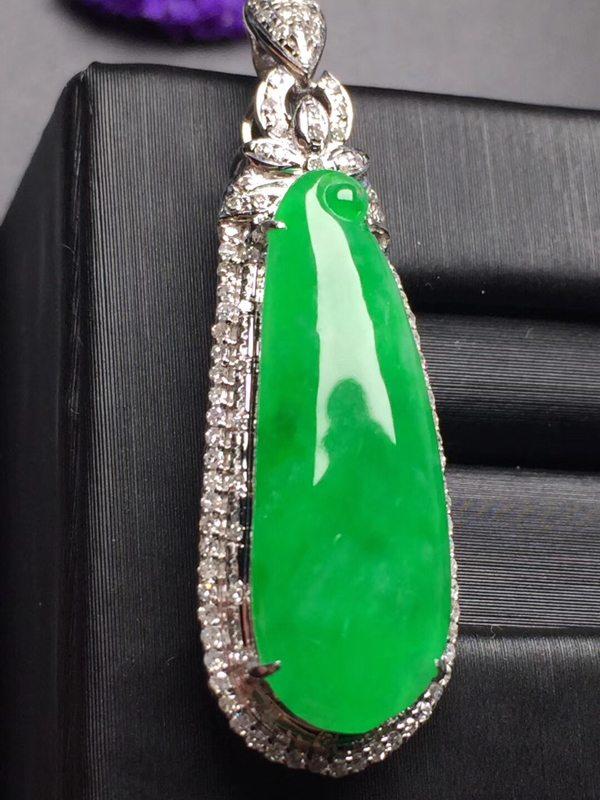 阳绿福瓜 翡翠吊坠 真金真钻镶嵌 完美 玉质细腻