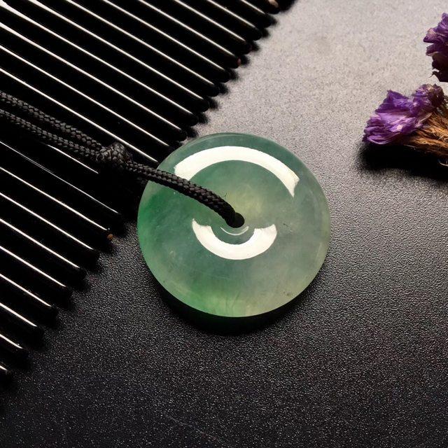 冰种飘绿翡翠平安扣吊坠  尺寸: 26-7mm
