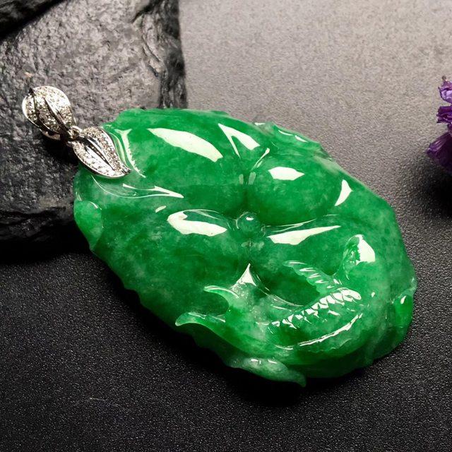 满绿连年有余 翡翠吊坠 尺寸: 44-28.5-9mm