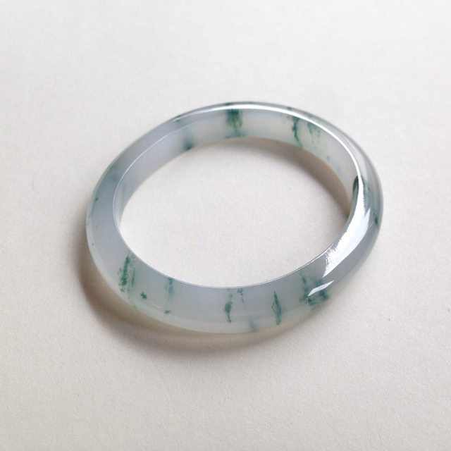 冰种飘花翡翠贵妃手镯 尺寸:54.2/45.8/7.8/6.9mm