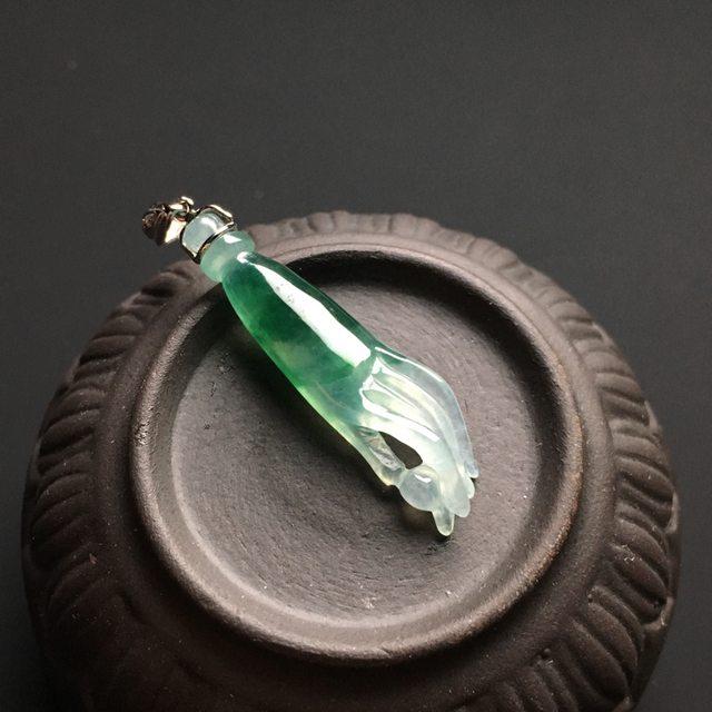 冰种飘绿翡翠吊坠  尺寸32-8-4毫米