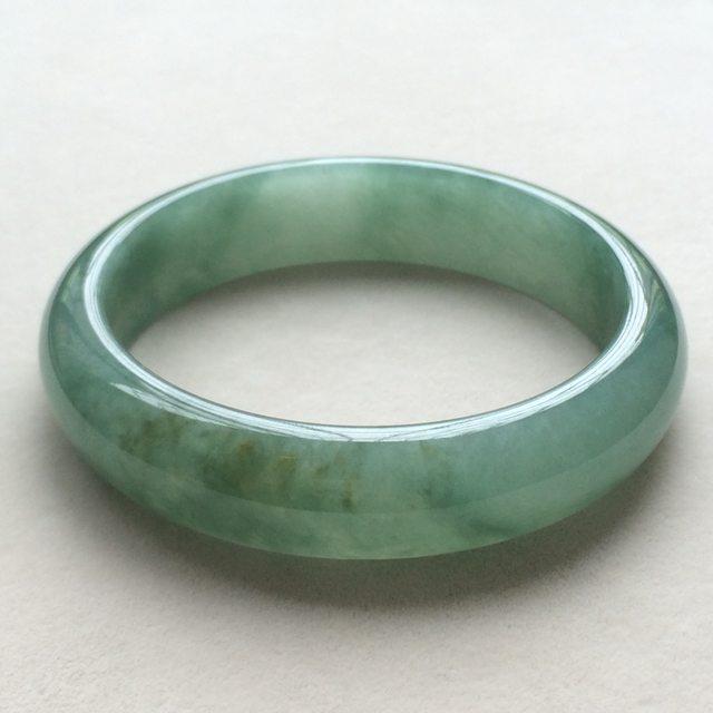 冰润油绿天然翡翠正圈手镯 尺寸64.2*16.2*8.6mm