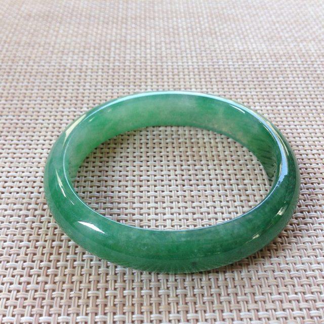 冰种飘绿翡翠手镯  缅甸天然翡翠手镯尺寸:57x12.9x7.3x49.8