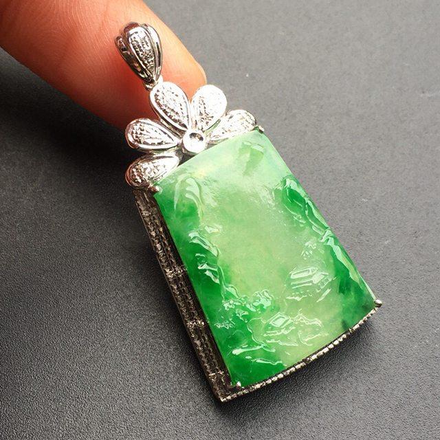 冰种阳绿山水牌 翡翠吊坠 裸石大小:24.6*17.3*4mm