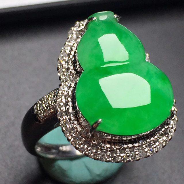 冰种阳绿葫芦 缅甸天然翡翠真金真钻镶嵌戒指