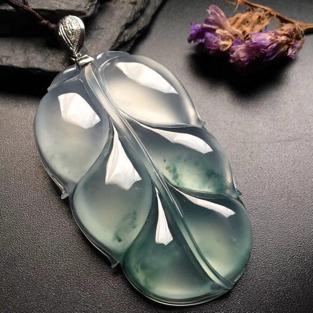 冰种飘花叶子 翡翠挂件 尺寸: 52-32-7mm