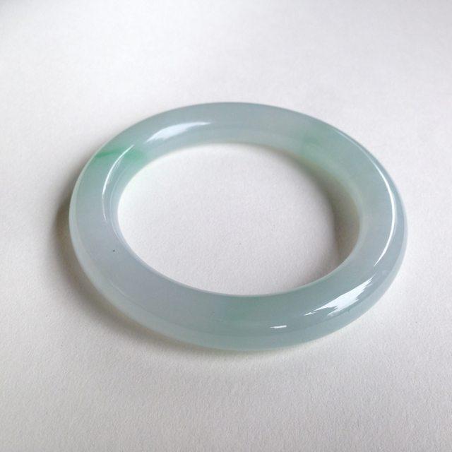 糯种飘色圆条翡翠福镯 尺寸:55.3/10.1/10.2mm60.2g