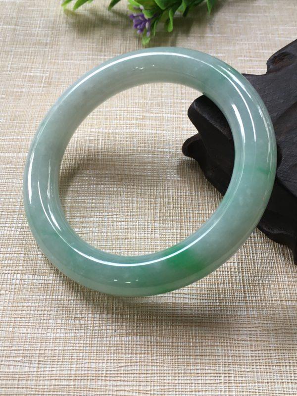 糯种飘绿翡翠A货 57.5圆条正装手镯
