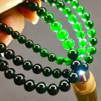 顶级帝王绿底色墨翠珠子项链 90颗