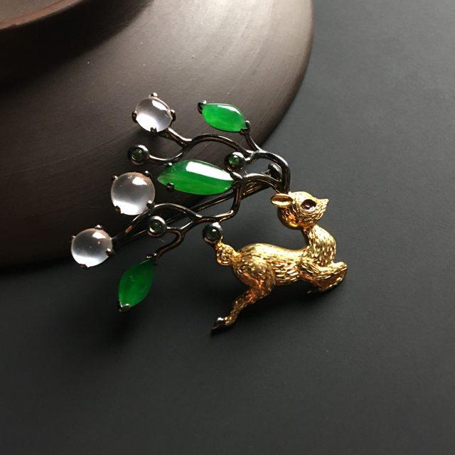 三彩梅花鹿翡翠胸针 整体尺寸30-34-6毫米图1