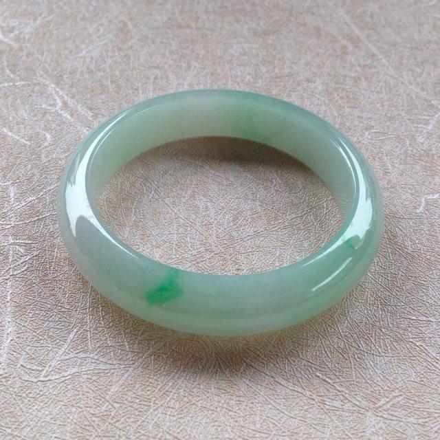 糯种翠绿色翡翠手镯