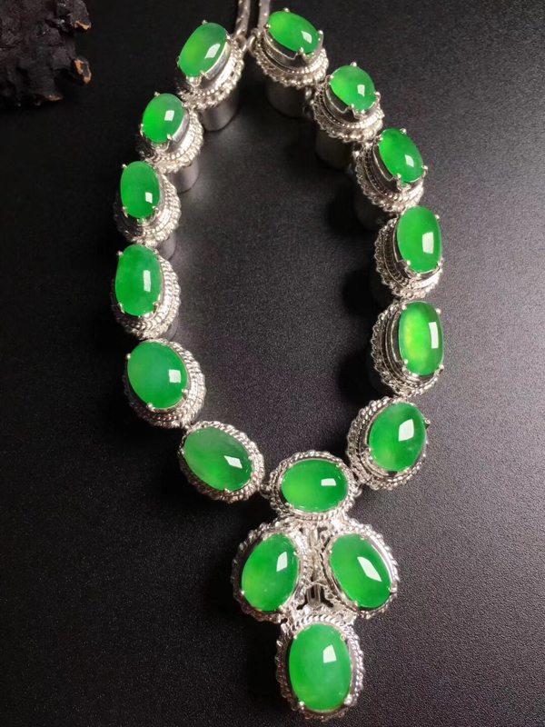 高冰阳绿项链翡翠吊坠 尺寸9.8-7.4-3.67.7-5.7-3毫米