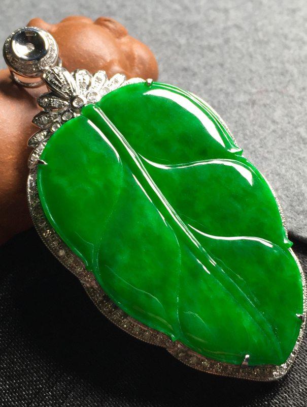 冰阳绿叶子 翡翠挂件 裸石尺寸42.5*27*3