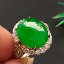 满绿蛋面翡翠戒指 玉质细腻