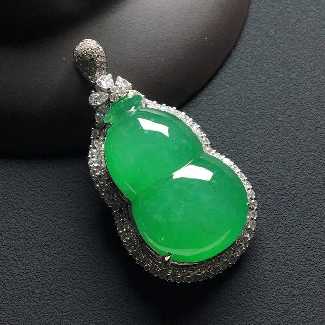 冰种满绿 葫芦翡翠吊坠 18k金*钻石镶嵌 整体尺寸:45.5-23.5-13*裸石29-18.5-7毫米