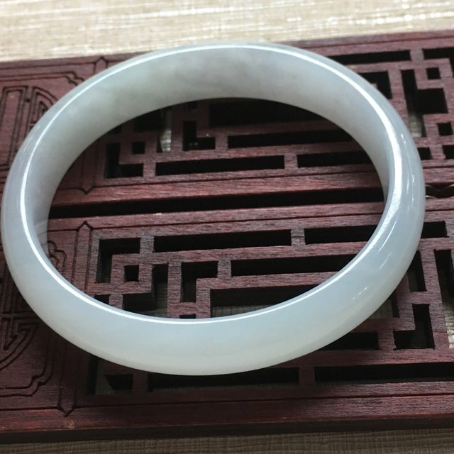 糯种晴水翡翠手镯 缅甸天然翡翠贵妃手镯 尺寸:53.5mm11.3mm5.8mm