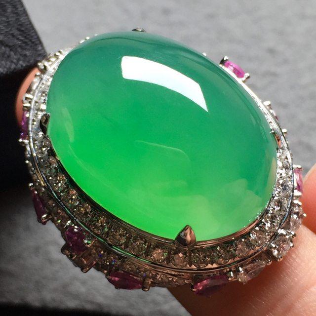 高冰果绿鸽子蛋 缅甸天然翡翠戒指