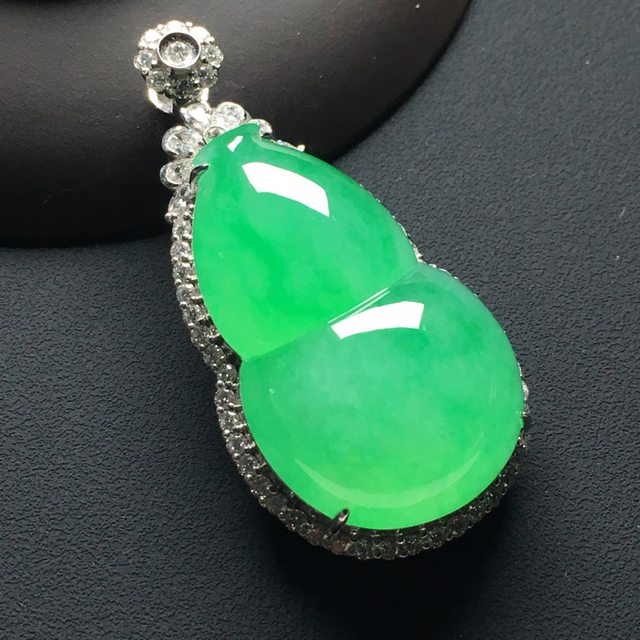 冰种阳绿 葫芦翡翠吊坠 18k金*钻石镶嵌 整体尺寸:48-23.8-15*裸石33.8-20.8-10毫米