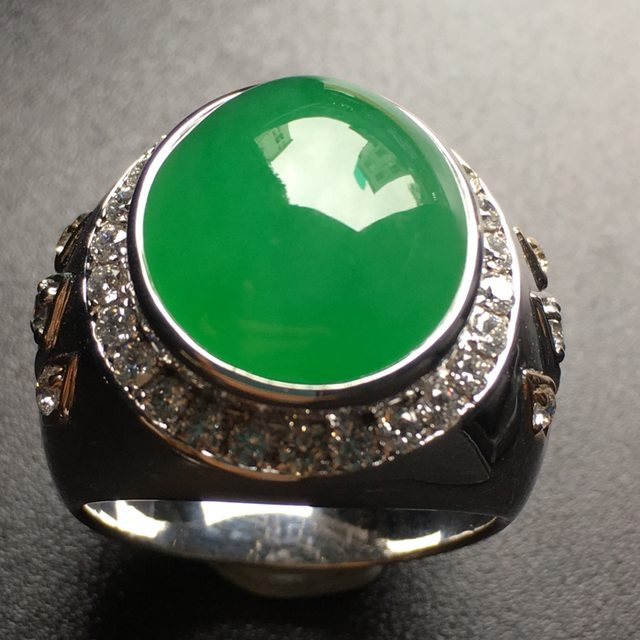 冰透帝王绿圆形翡翠戒指