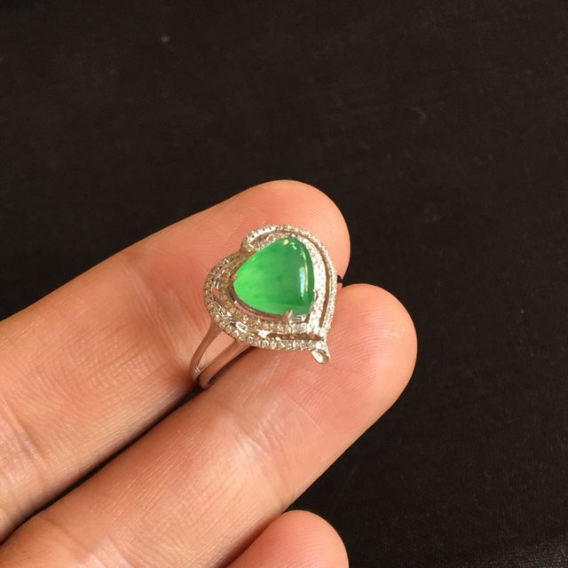 冰种阳绿 缅甸天然翡翠戒指 7.5x8.2x2.8 毫米