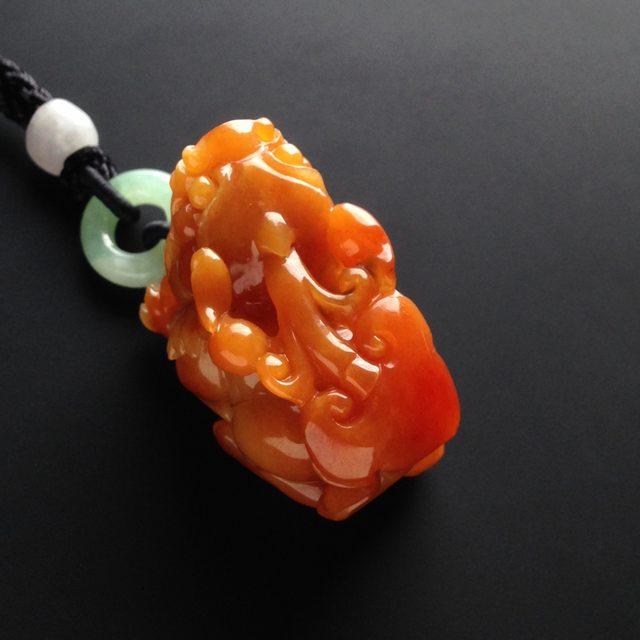巧雕红翡貔貅 翡翠吊坠 尺寸34-22-22毫米