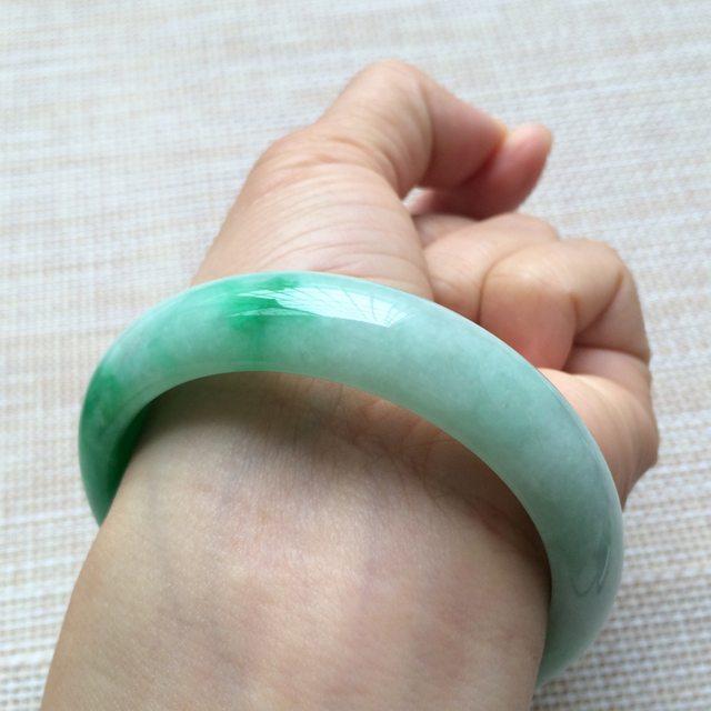糯种阳绿翡翠手镯 翡翠天然手镯 尺寸:57*14.1*7.6mm图6