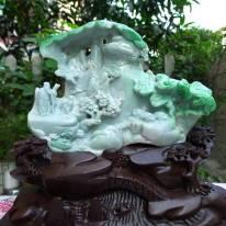 糯种紫底阳绿山水翡翠摆件