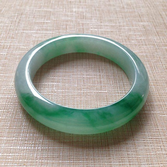 冰种飘绿翡翠手镯 缅甸天然翡翠手镯  尺寸55.6寸