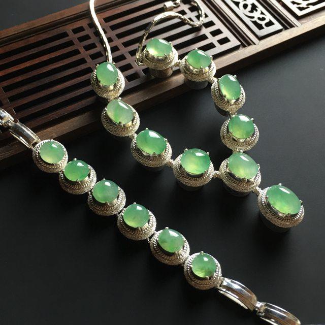 冰晴绿蛋面翡翠套链 12-9-5*10-10-5mm