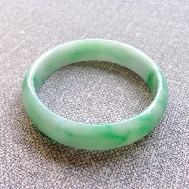 58寸冰种飘绿翡翠手镯  缅甸天然翡翠正圈镯