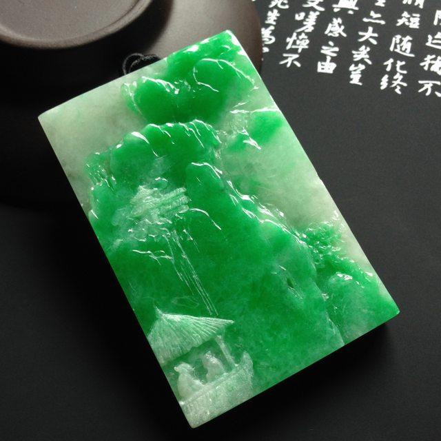 巧雕阳绿深山访友翡翠挂件  尺寸66-42-8.5毫米