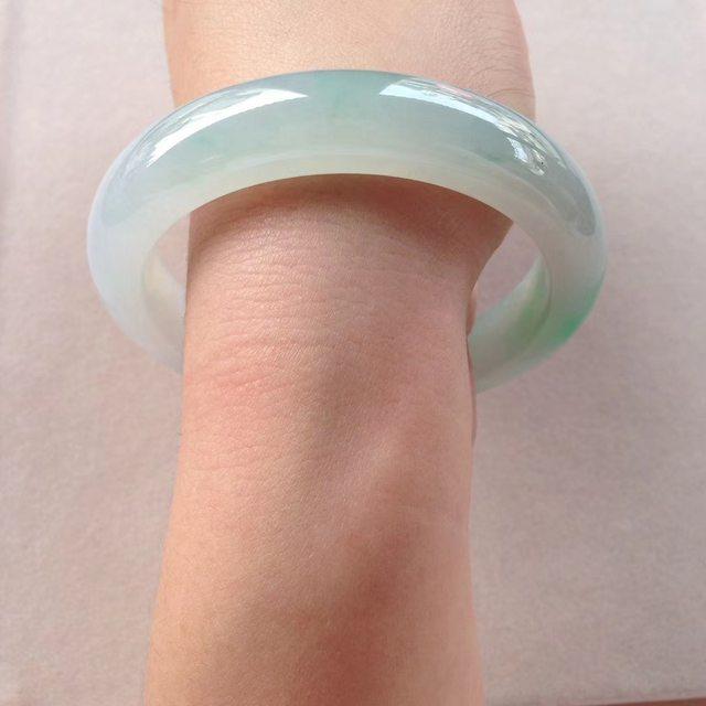 冰润阳绿翡翠镯 55-11.7-8.4mm图4