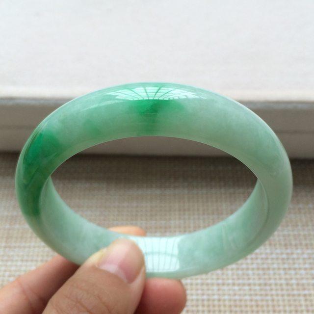 糯种阳绿翡翠手镯 翡翠天然手镯 尺寸:57*14.1*7.6mm图4