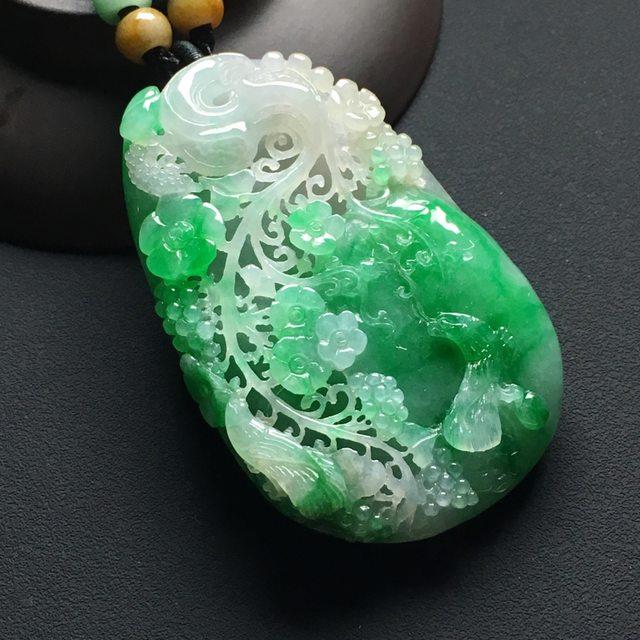巧雕阳绿鸟语花香 翡翠吊坠 尺寸:60-38-11.5毫米