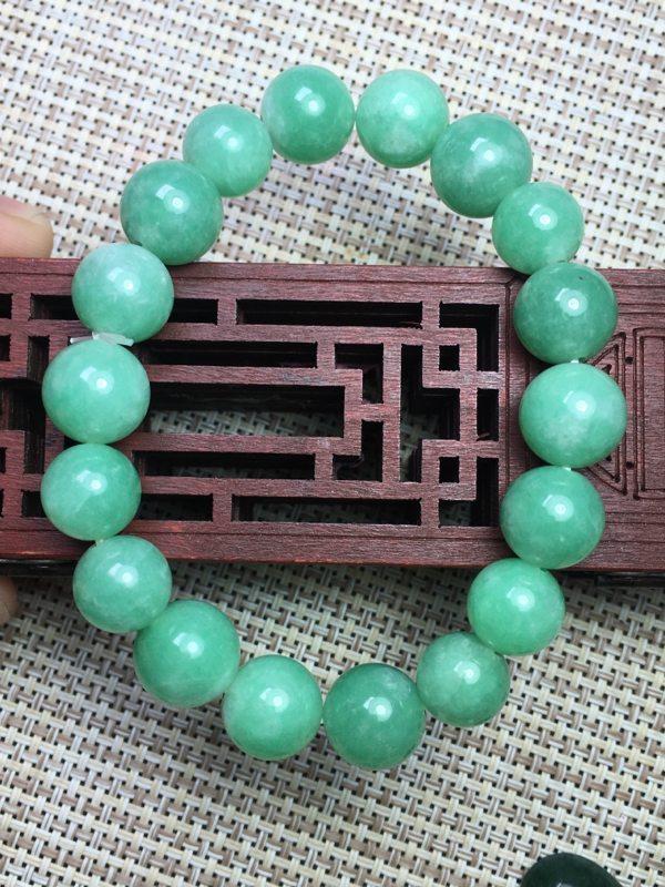 豆绿天然翡翠手链