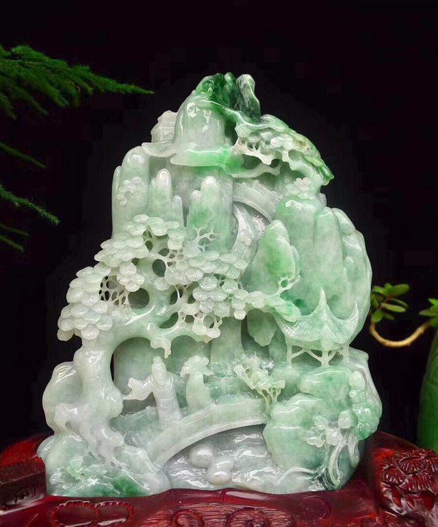 老坑飘绿 翡翠山水精雕摆件图5