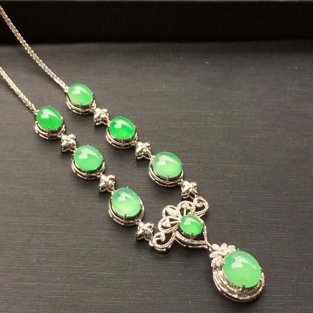 冰种阳绿圆蛋翡翠项链 18k白金南非真钻镶嵌