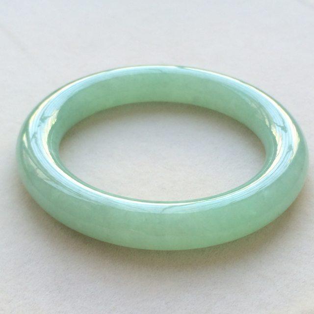 冰润果绿翡翠手镯  缅甸天然翡翠圆条手镯  尺寸:55.8寸