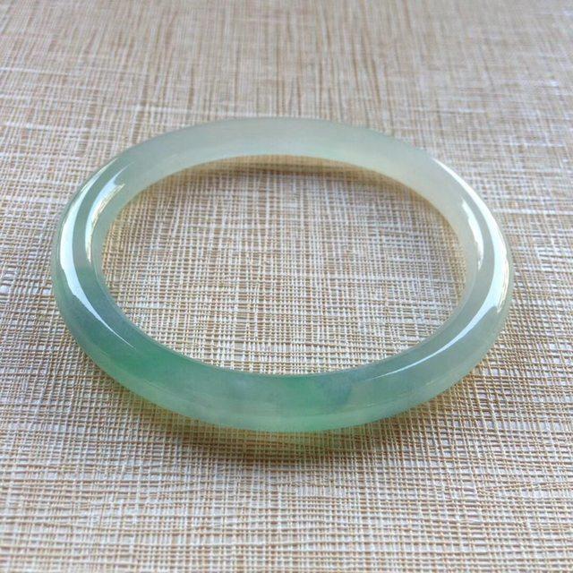 冰润飘绿翡翠手镯  缅甸天然翡翠贵妃美人儿镯 54.4寸