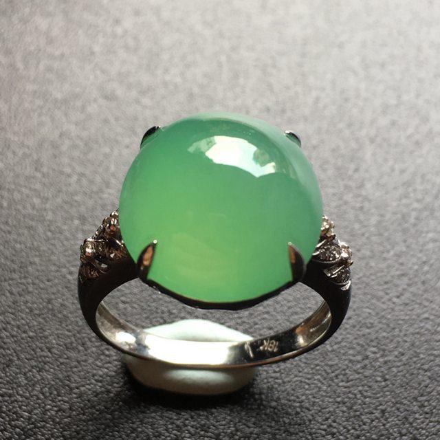 冰种浅绿蛋面翡翠戒指