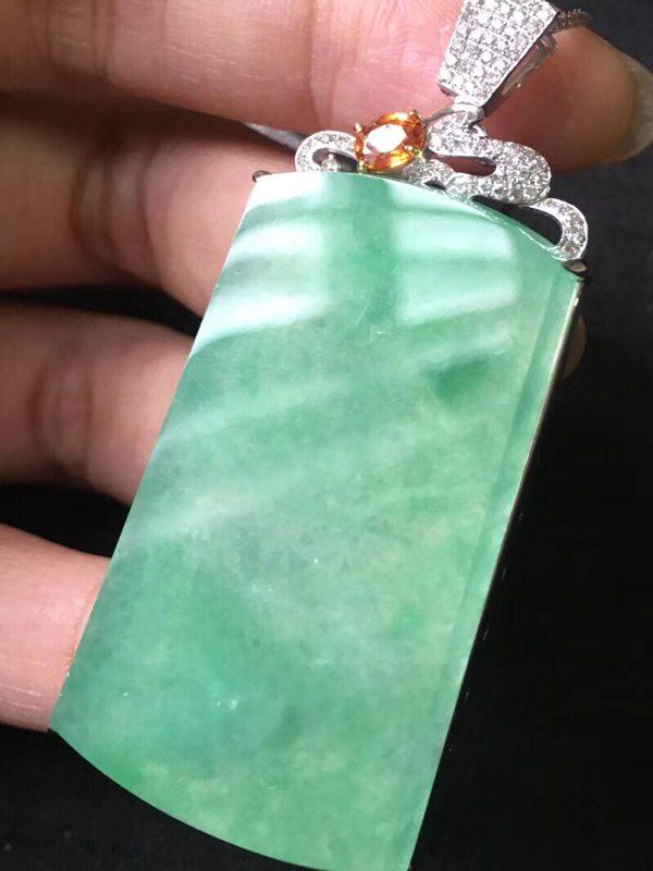 冰种阳绿大素牌 翡翠挂件 尺寸:60.5:27.5:7.5mm