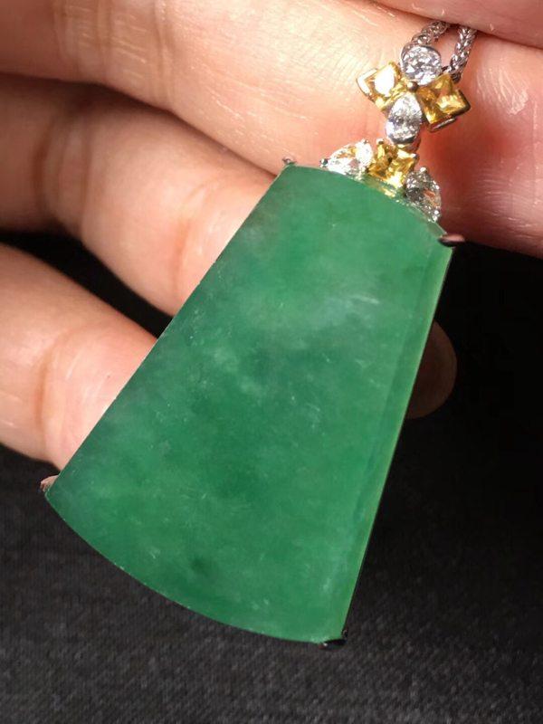 近玻璃种深艳绿色吊坠