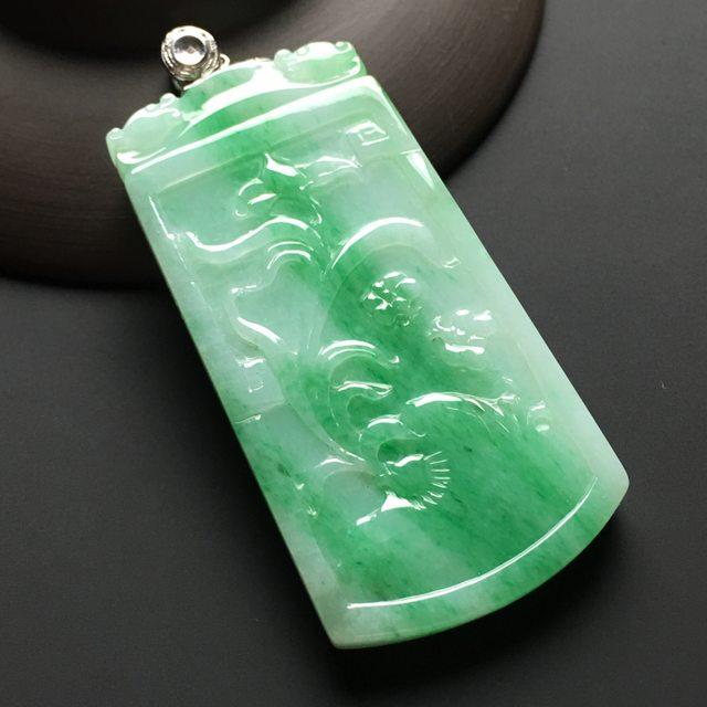 糯种飘绿花雕无事牌 翡翠挂件 尺寸60-31-6mm