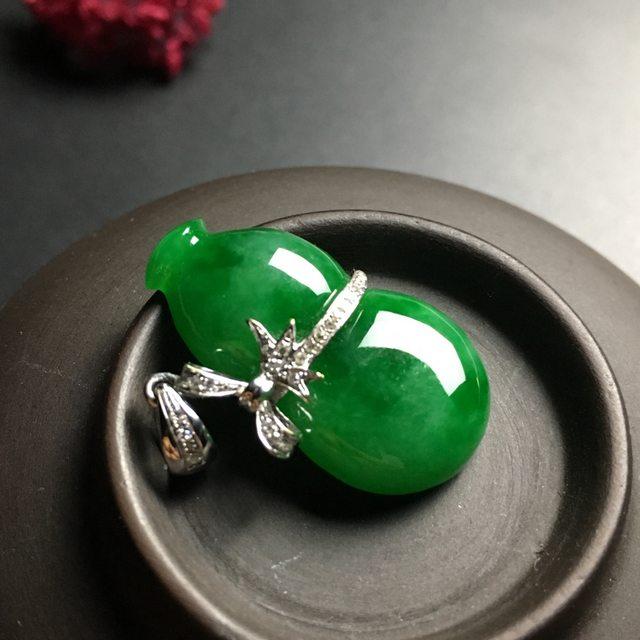冰种满绿 葫芦翡翠吊坠 白金扣 尺寸26-14-6.5毫米