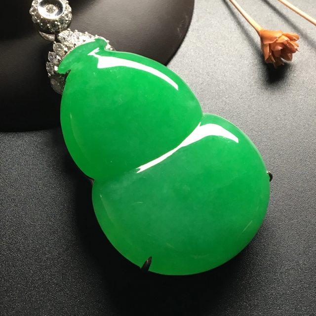 冰种阳绿 葫芦翡翠吊坠 18k金*钻石镶嵌 尺寸:65.8-34.8-14*裸石50-34.7-7毫米