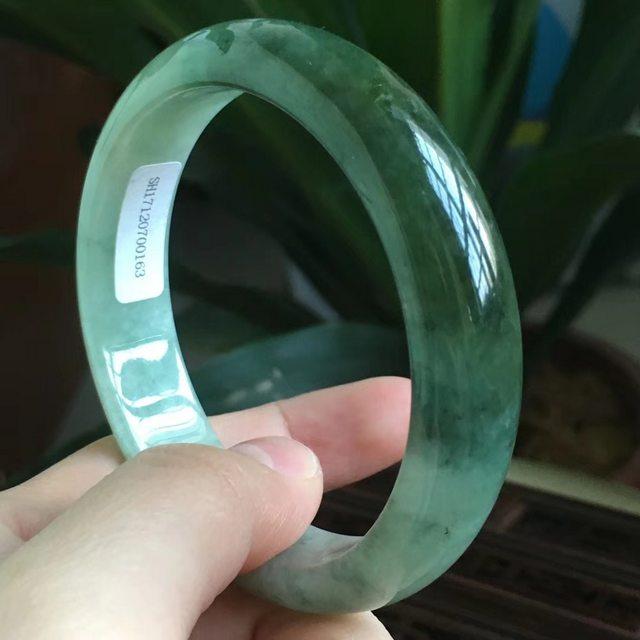 缅甸天然A货翡翠手镯  冰糯种飘绿宽条手镯  尺寸55*13.5*7.4