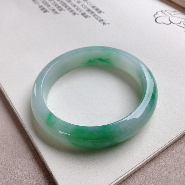 糯种阳绿翡翠手镯 尺寸:55-12.3-7.7mm