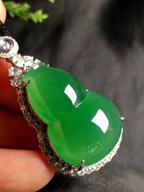 冰种浓阳绿葫芦 裸石:27.2*19.1*14.5(含金)